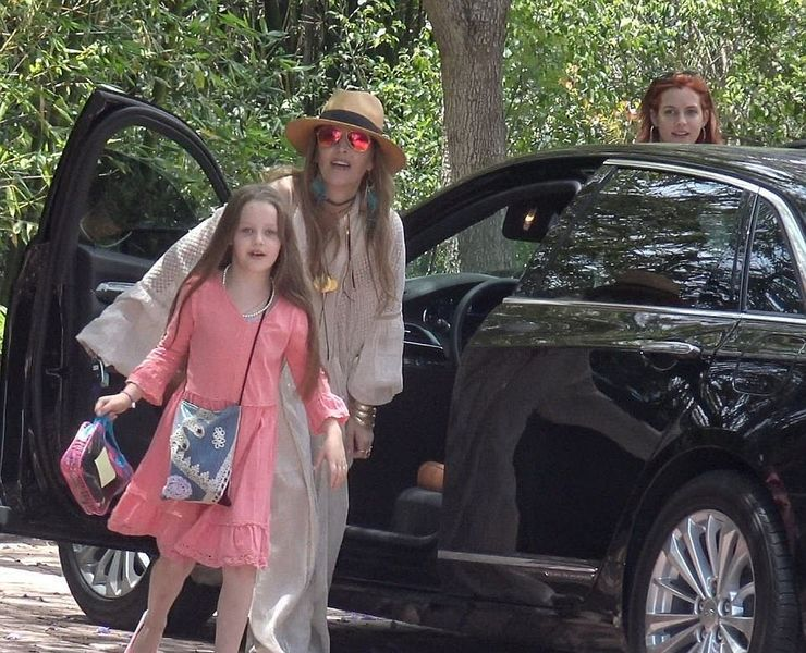 21 Poor Celebs Who Drive Cars They Can T Afford Hotcars