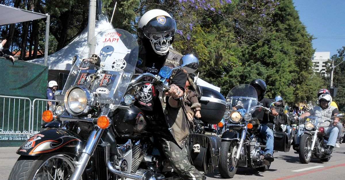 20 Pictures Of Gangs And Their Motorcycles | HotCars