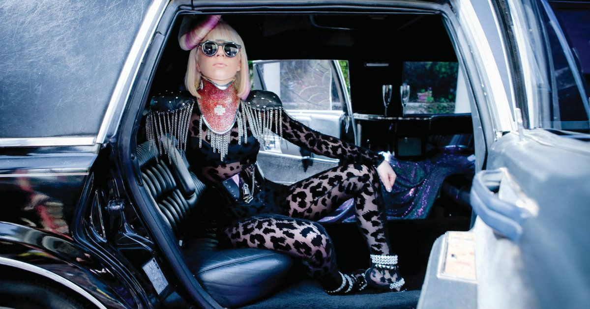 c77bef8f5f0c 25 Pictures Of Pop Stars And Their Strange Cars