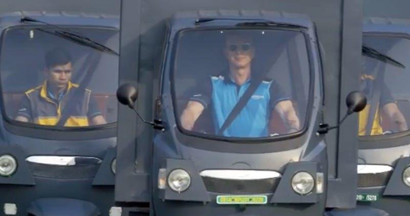 Jeff Bezos Drives Amazon Electric Rickshaw In India Promotion