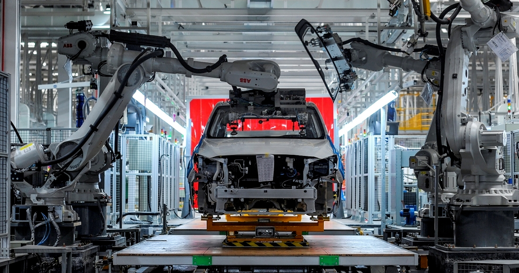 Here's What A 90% Autonomous Factory Looks Like That Produces 600 Cars A  Day