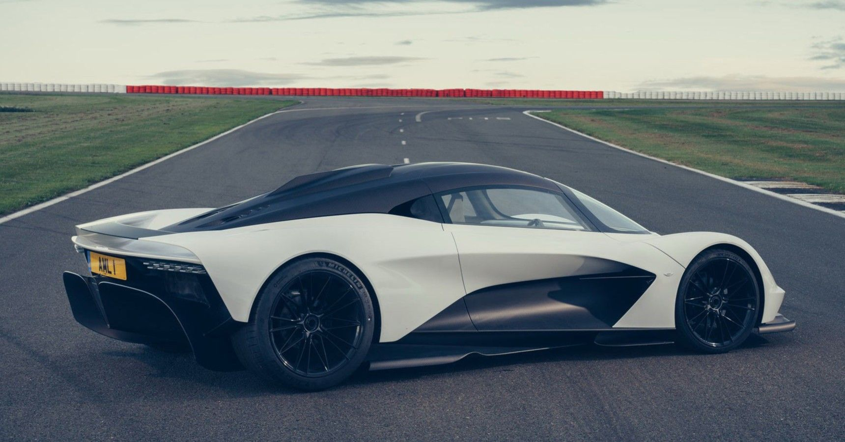The Aston Martin Valhalla 2022 Is A Turbocharged F1 Inspired Monster