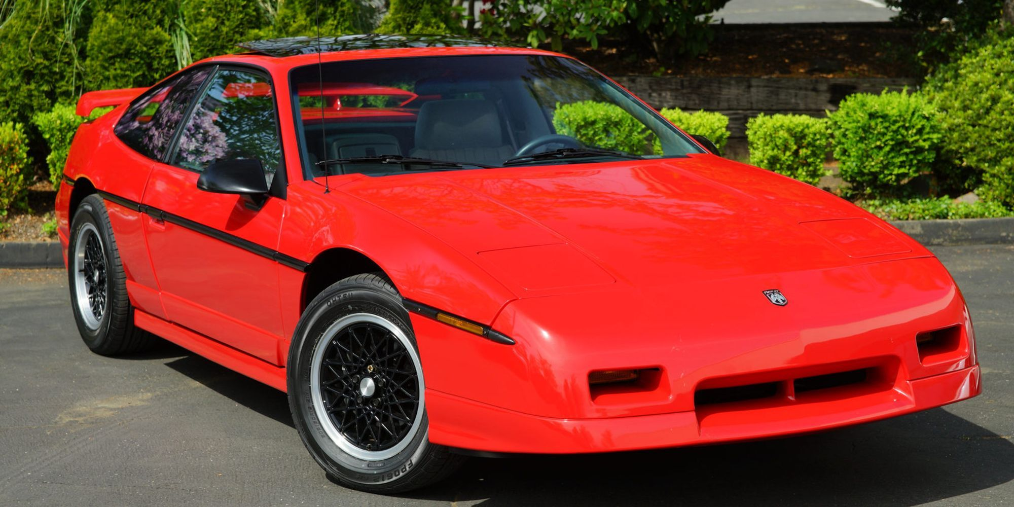 10 Worst Sports Cars That Sold Like Hotcakes | HotCars