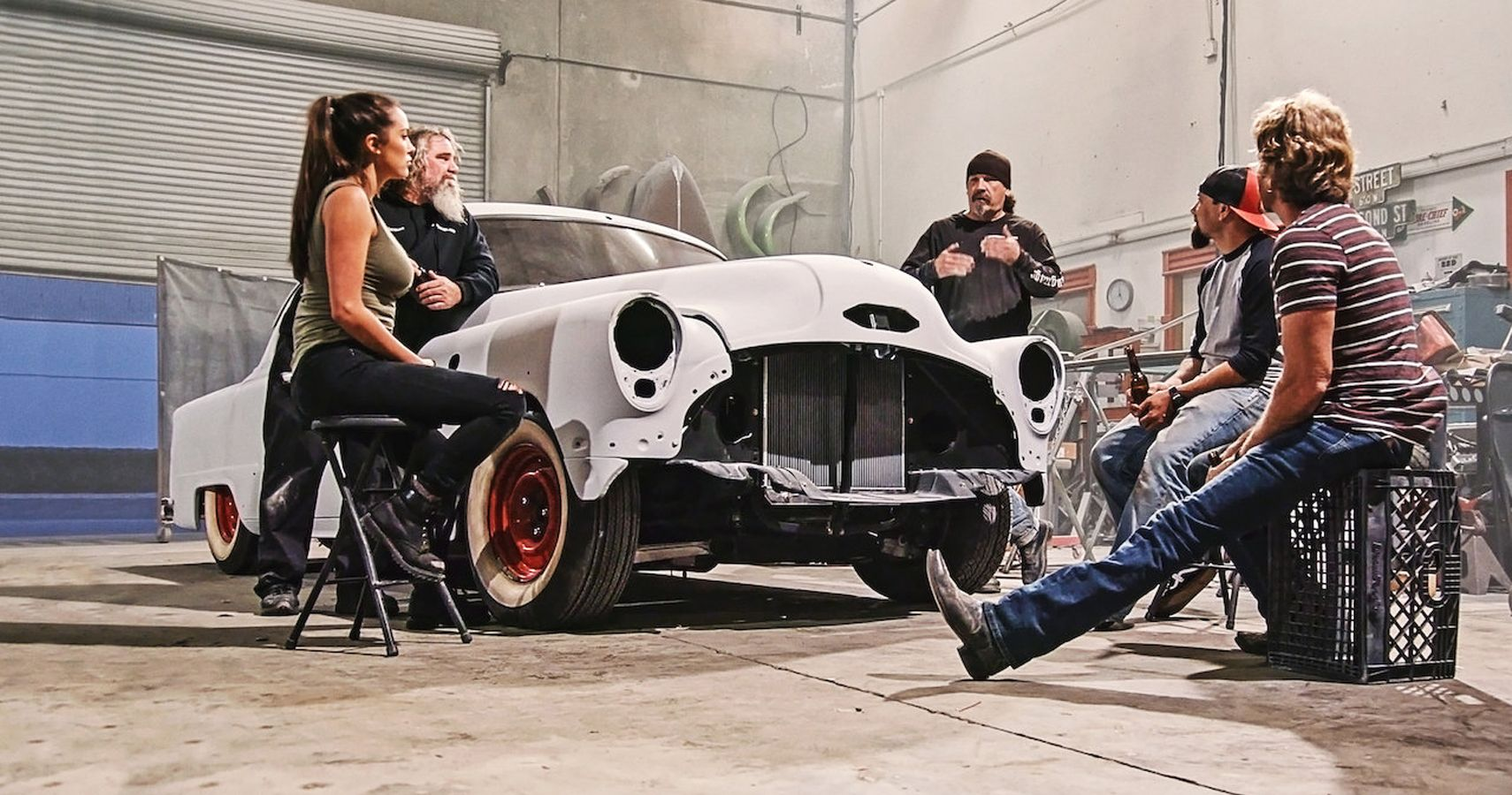 Here's What The Gotham Garage Crew Keeps Under Wraps | HotCars