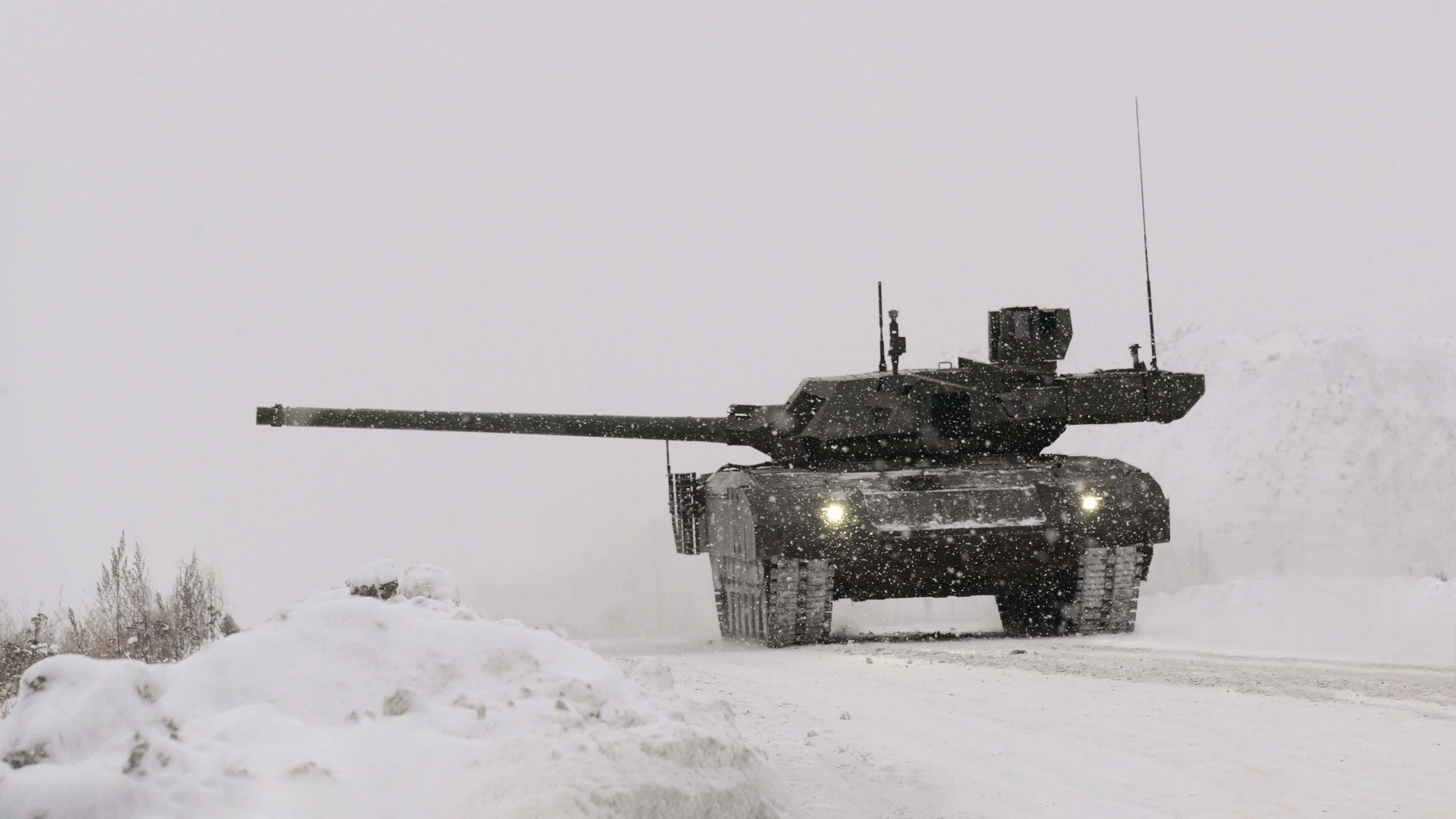 These Are The 10 Reasons Why Russia's New Main Battle Tank The T-14 Armata Has Everyone Worried