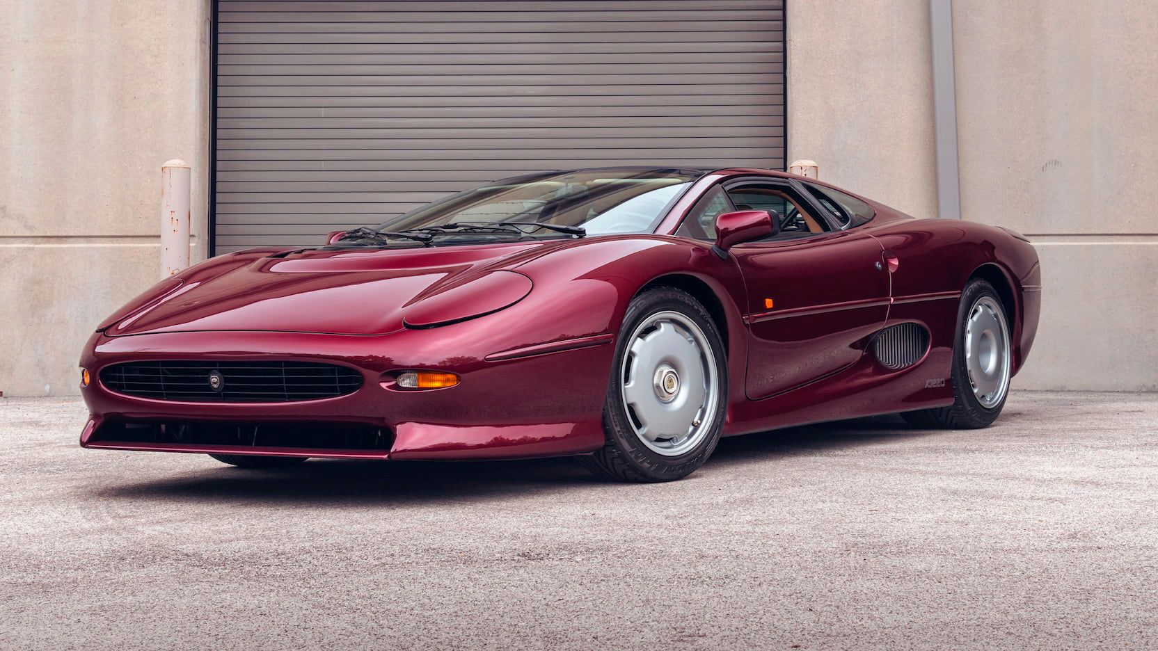 10 Coolest European Sports Cars That Flopped Miserably | HotCars