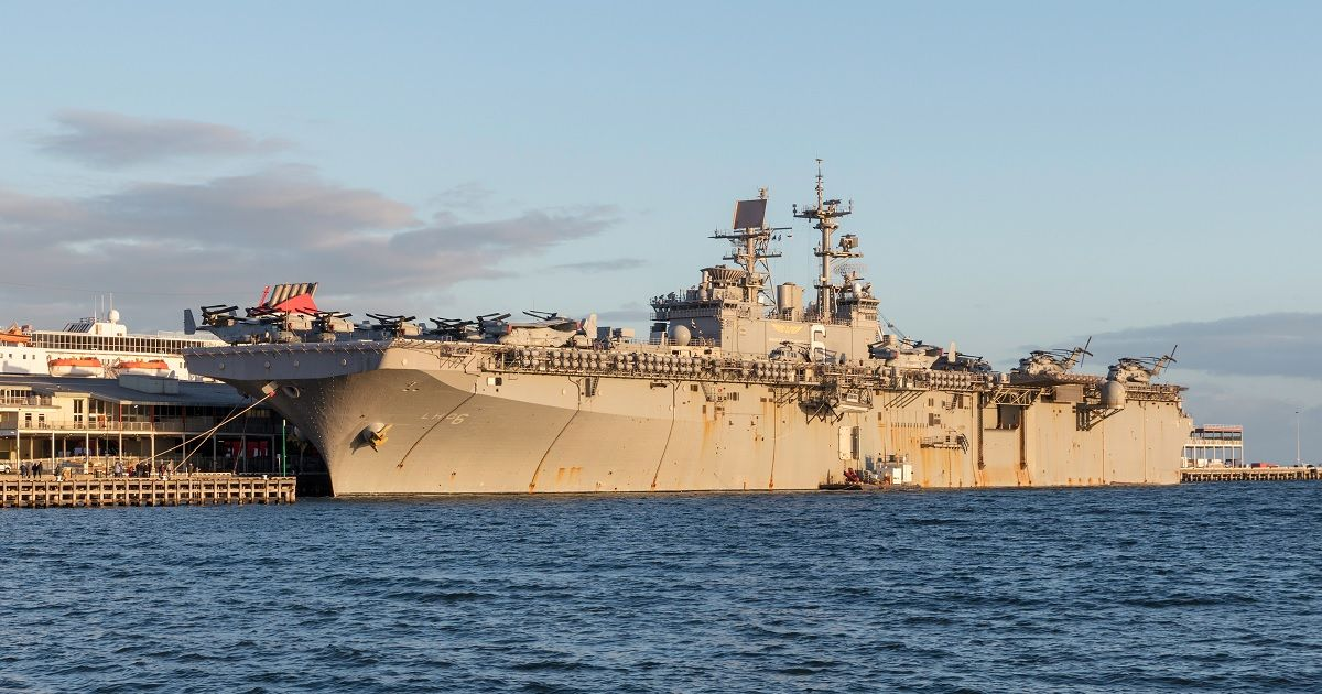 Here's The Story Of The Stricken USS Bonhomme Richard | HotCars